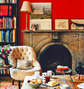 The color red is so great in this room...